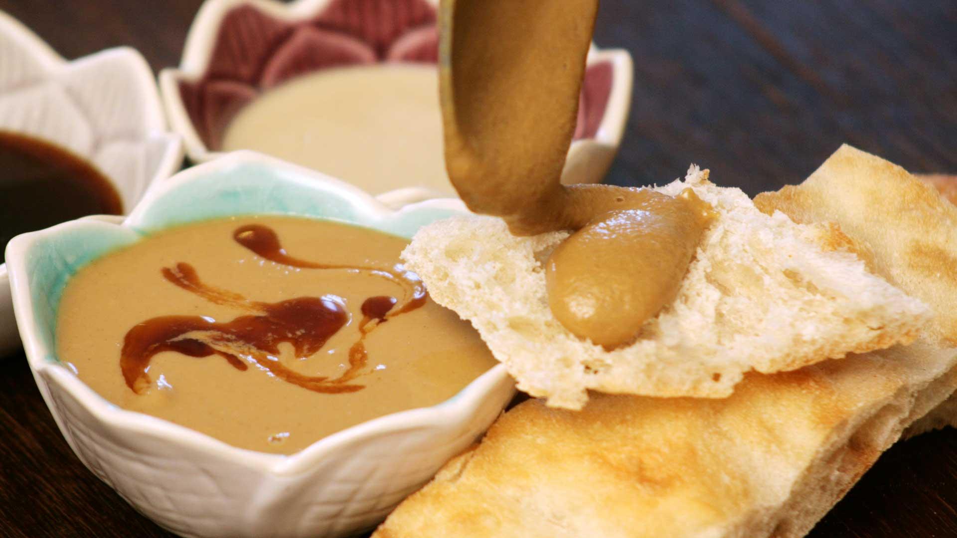*Tahin-Pekmez* ~ Süßer Brotaufstrich aus Sesampaste und Trauben-Sirup
