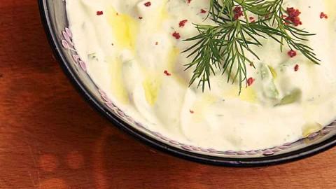 Cacık ~ türkische Tsatziki, Joghurt-Dip, Beilage, frisch, lecker, leicht, grillbeilage, zum Pilaw, pilav, Gurken-Joghurt, Gurken-Dip, Meze, Sommer, türkische, Rezepte, türkisches, türkischer,