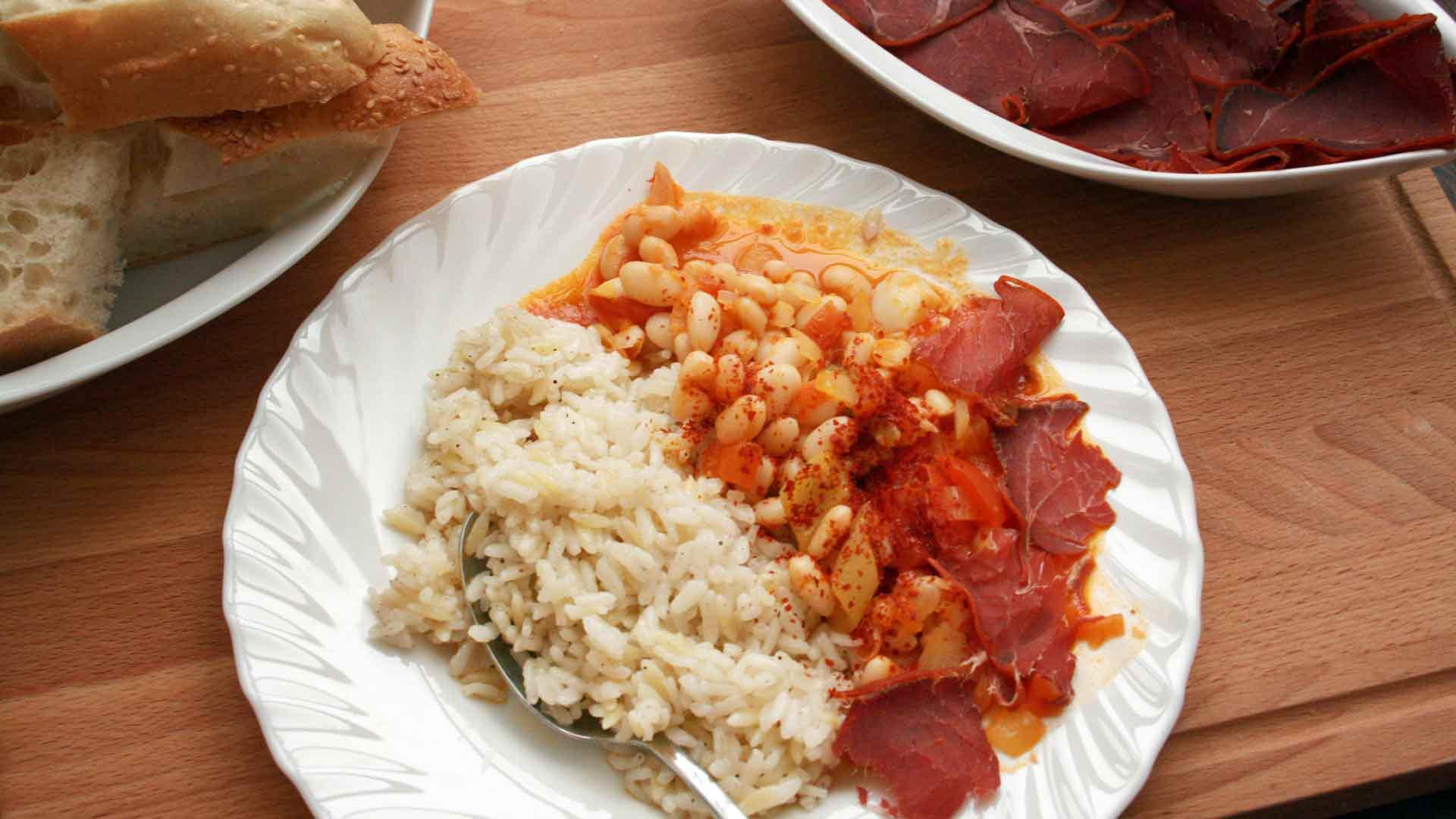 *Kuru Fasulye Pilav* ~ weißer Bohneneintopf mit Reis – Das türkische Nationalgericht ~ Rezept