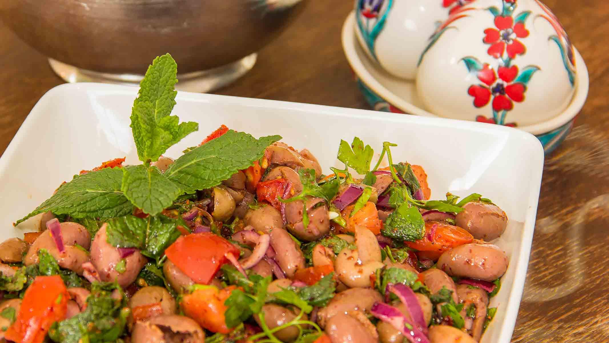 *Zeytin salatası* ~ Oliven-Salat – Die Macht der Unlogik ~ Rezept