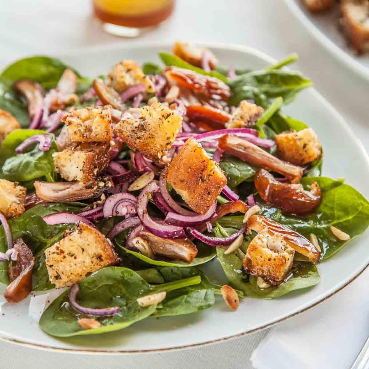 *Hurmalı ıspanak salatası* ~ Spinat-Dattel-Salat mit Zatar-Croûtons ~ Rezept & TV