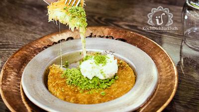 Künefe - Engelshaar in Sirup mit geschmolzenem Käse