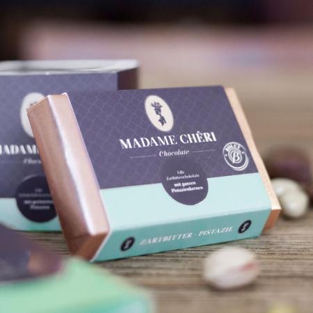 MADAME CHĚRI - Zartbitterschokolade mit Pistazien