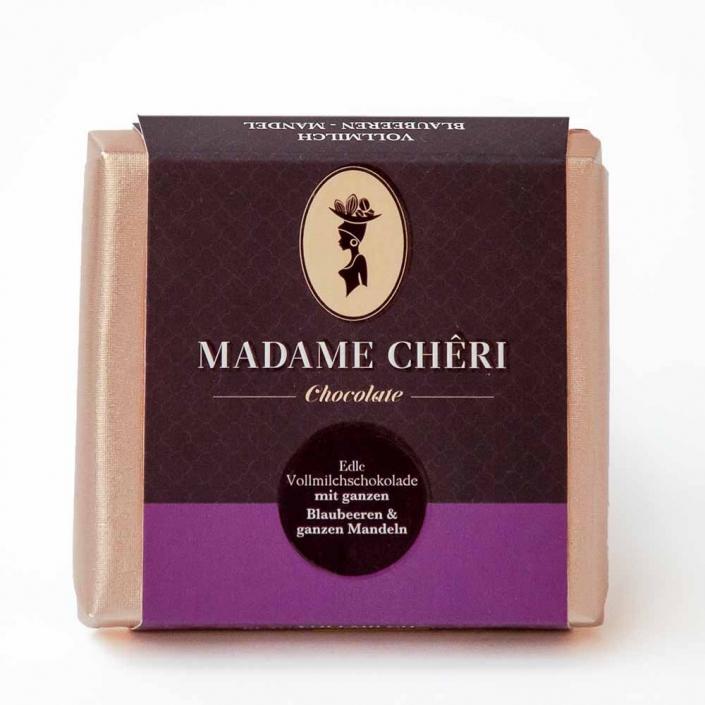 MADAME CHĚRI ~ Vollmilch mit ganzen Blaubeeren und Mandeln