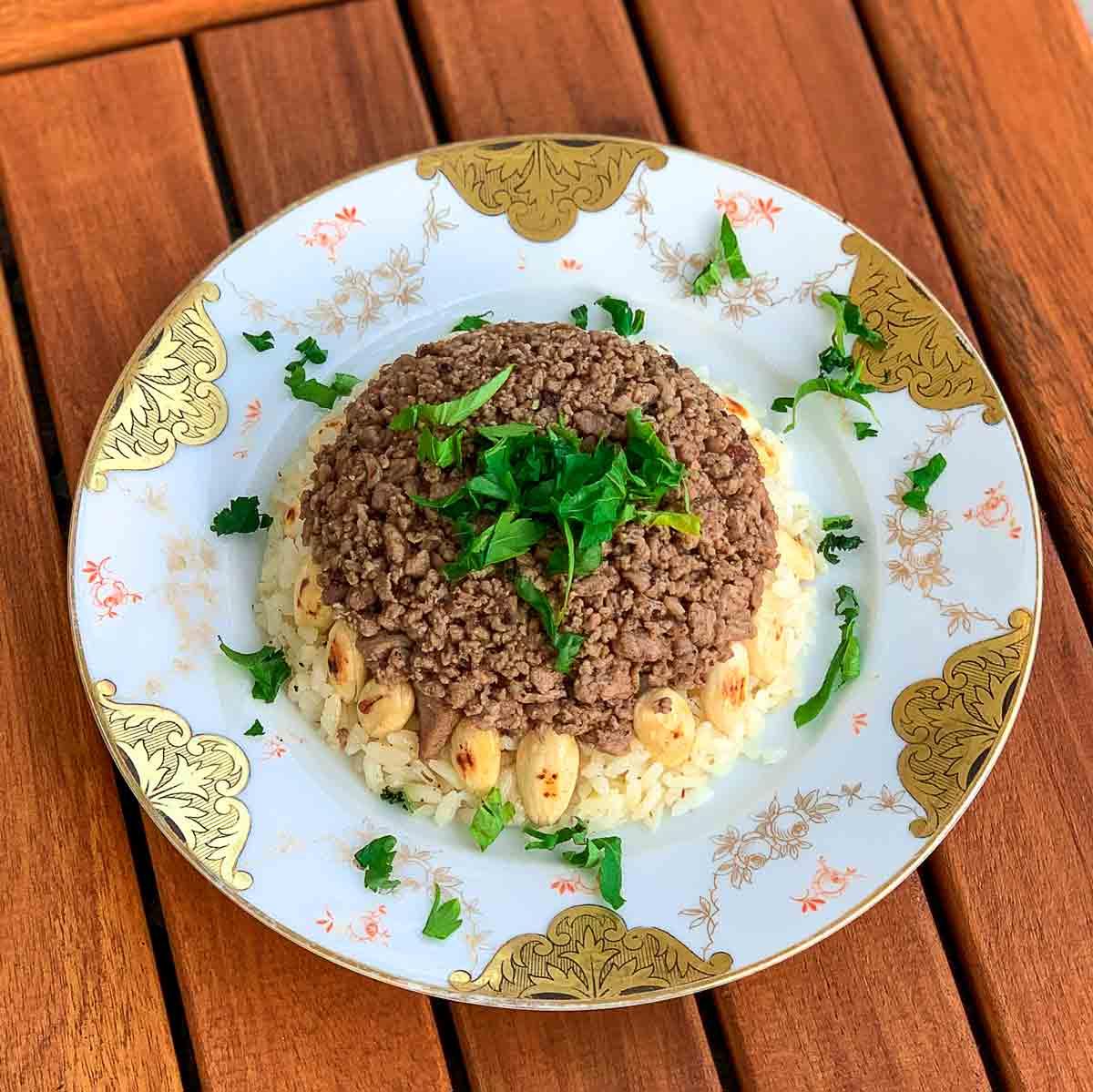 Duvaklı (Çekme) Pilav - Geschichteter Pilaw mit Mandeln und Mini-Fleischwürfeln