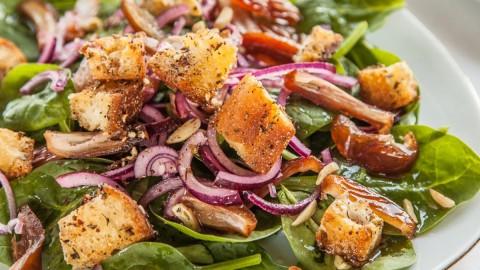 Hurmali ispanak salatasi Spinat Dattel Salat ZatarCroutons
