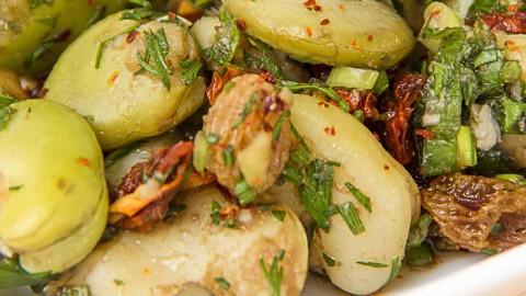 Ic bakla salatasi Ackerbohnen Salat