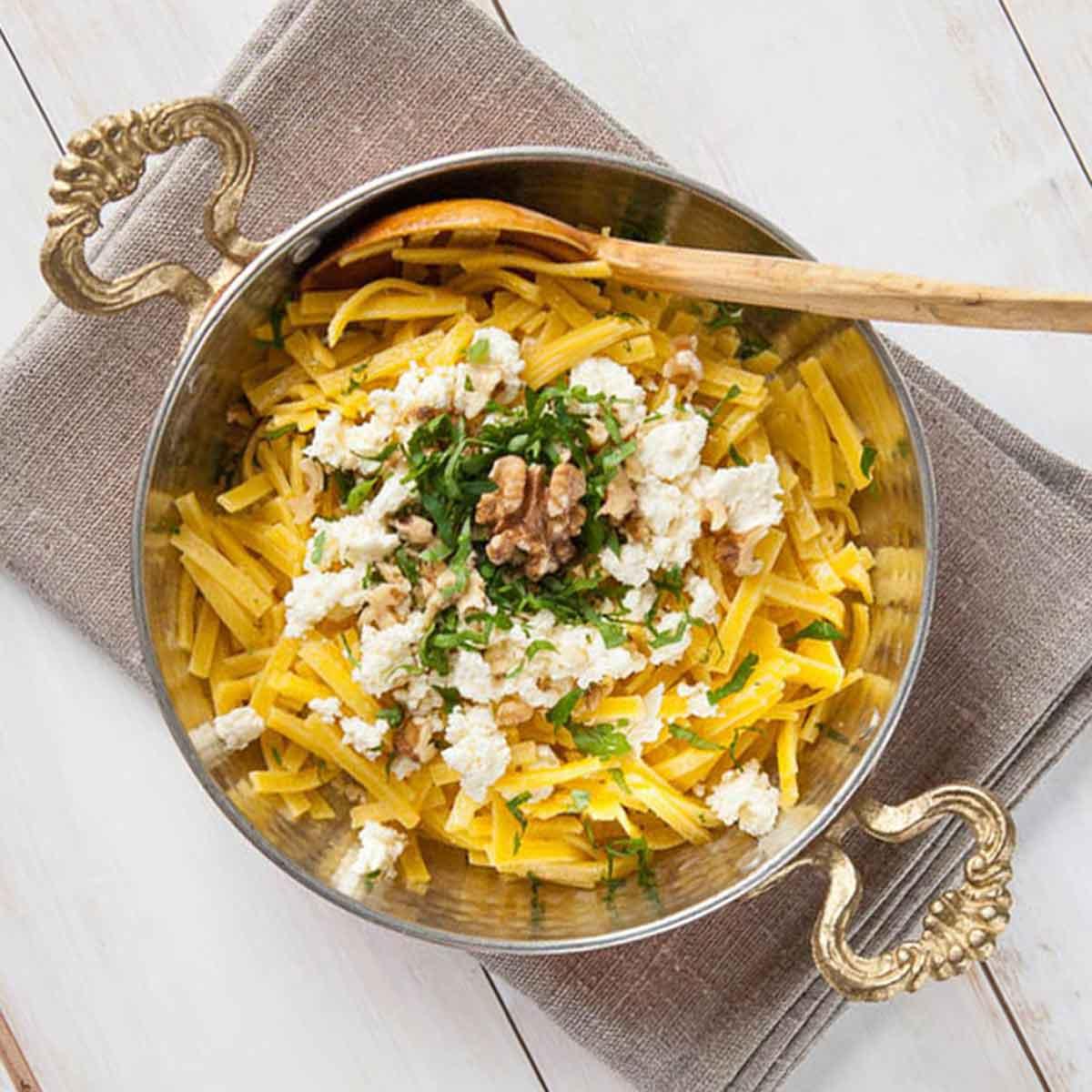 Erişte pilavı ~ Pilaw aus Eriste Nudeln mit Weißkäse und Walnüssen, schnelle Küche, für Kinder, türkische Rezepte, Kesme, yogurtlu Eriste