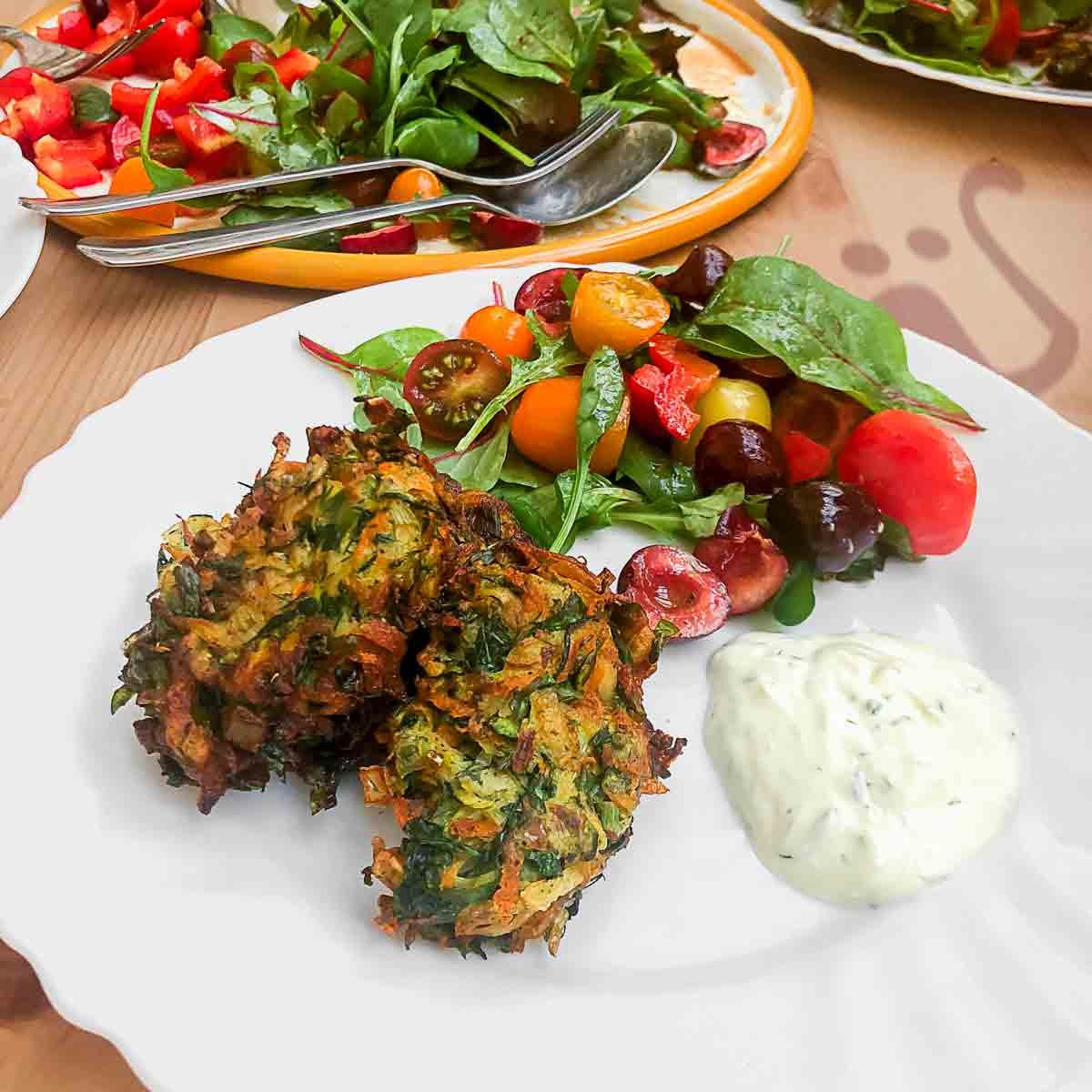 köstliche, kross & knusprige, türkische Zucchini-Puffer ~ Mücver